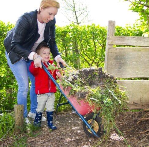 Tuinieren kinderdagverblijf 2Zwanen Ypenburg Den Haag Kinderopvang 2Samen