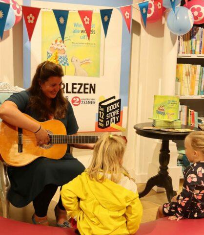 Kinderopvang 2Samen Paagman Bookstore day 2020 voorlezen gitaar prentenboek