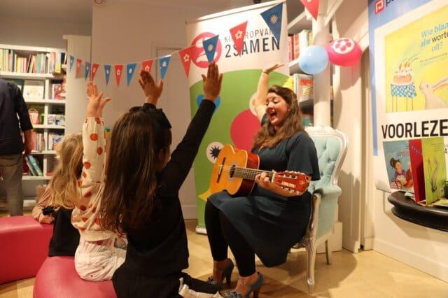 Kinderopvang 2Samen Paagman Bookstore day 2020 voorlezen gitaar prentenboek hoera